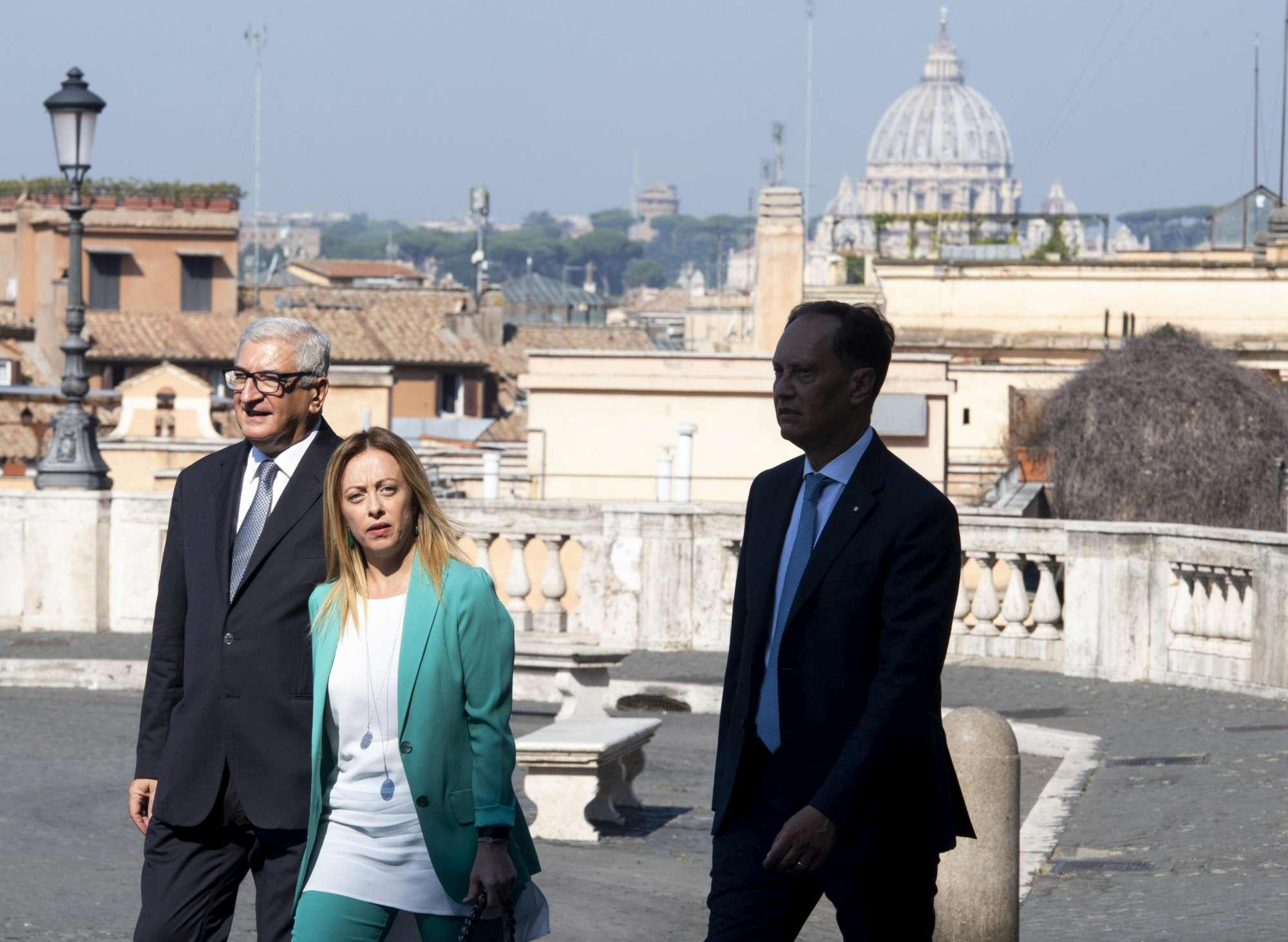 Crisi di governo, secondo giorno di consultazioni per Mattarella