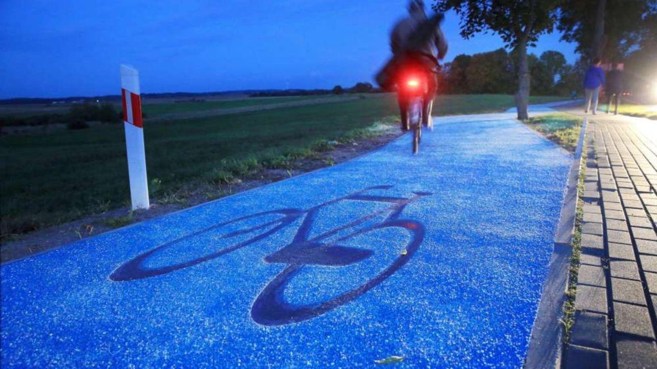 Presto a Pavia una pista ciclabile green che si auto-illumina di notte