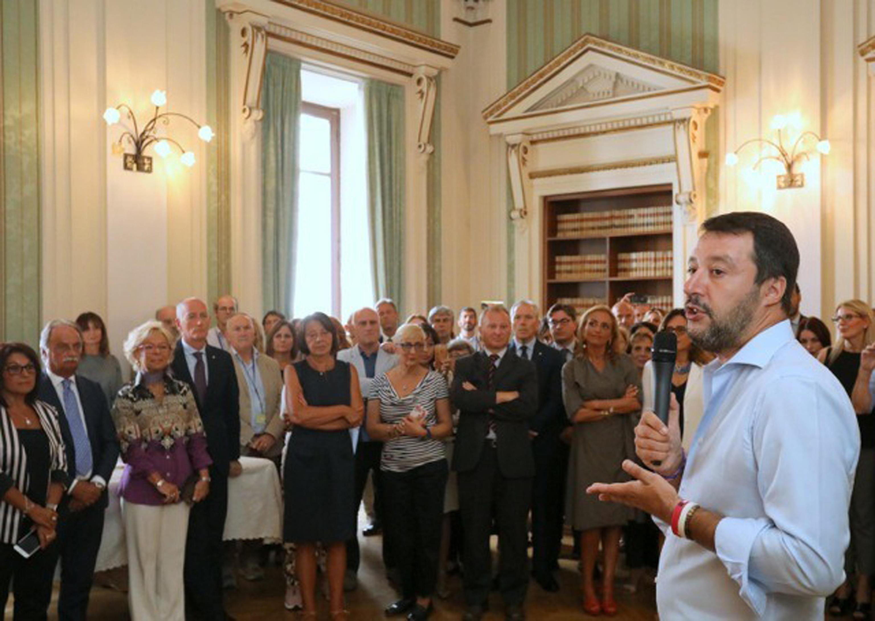 Matteo Salvini saluta il personale del Viminale e promette: