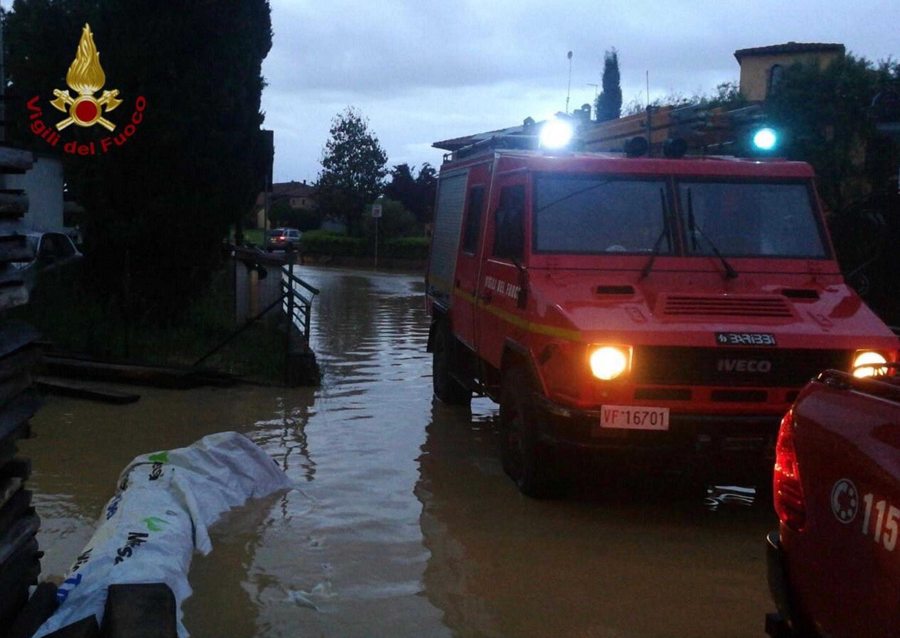 Maltempo, nubifragio nel Senese: decine di chiamate ai pompieri