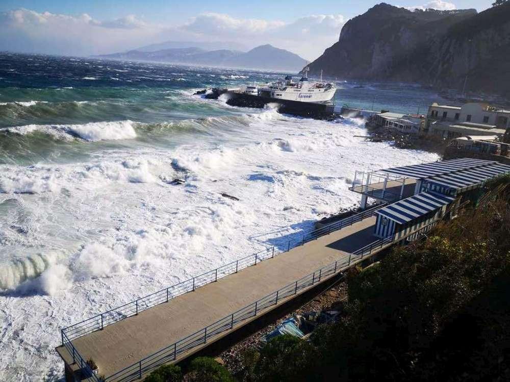 Maltempo, Capri isolata: cento passeggeri bloccati sull'isola - TGCOM
