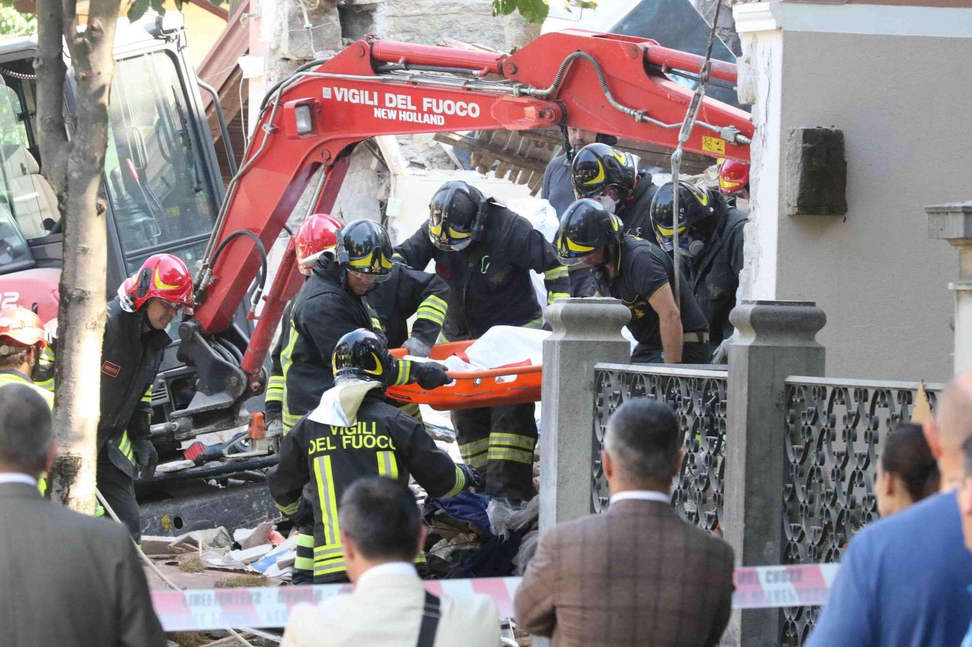 Gorizia, il crollo della palazzina dopo l'esplosione