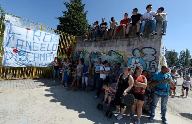 Scampia, l'addio al tifoso Ciro Esposito Fidanzata: basta odio, così muore due volte