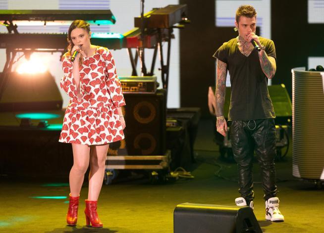Music Awards: Elisa e Arisa cambiano look, Ligabue e Dear Jack applauditissimi