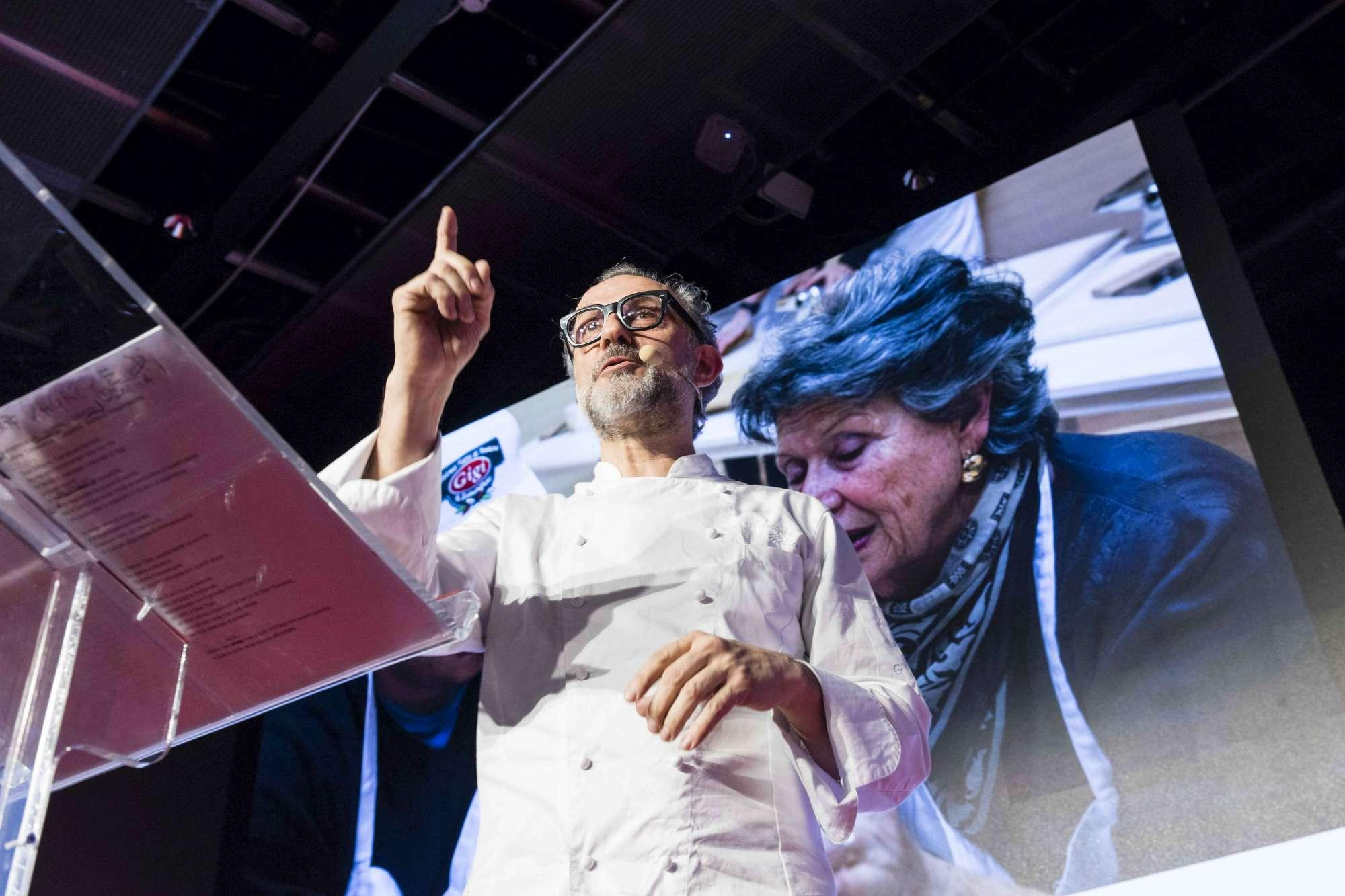 Massimo Bottura incanta Identità Golose