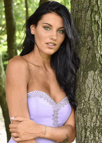 Ama la moda, i viaggi e gli animali: ecco Carolina Stramare, la nuova Miss che ha stregato l'Italia