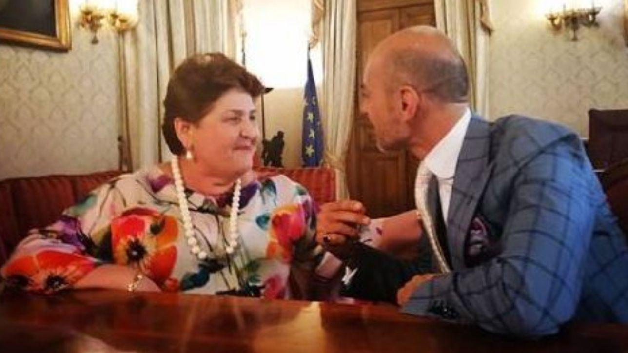 """Teresa Bellanova è """"approved"""" anche di persona: l'incontro con Enzo Miccio"""