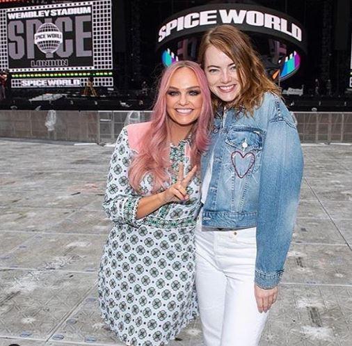 Emma Stone, abbracci e lacrime con le Spice Girls