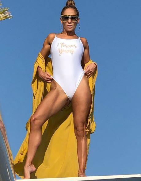 Jennifer Lopez più sensuale che mai a 50 anni: