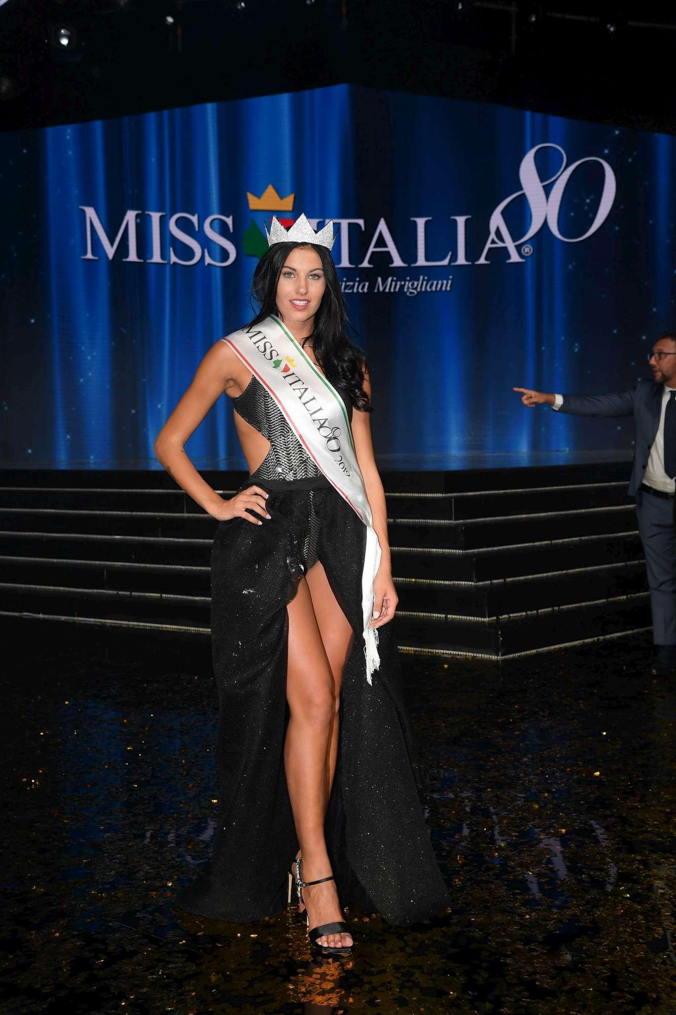 Miss Italia, l'incoronazione di Carolina Stramare