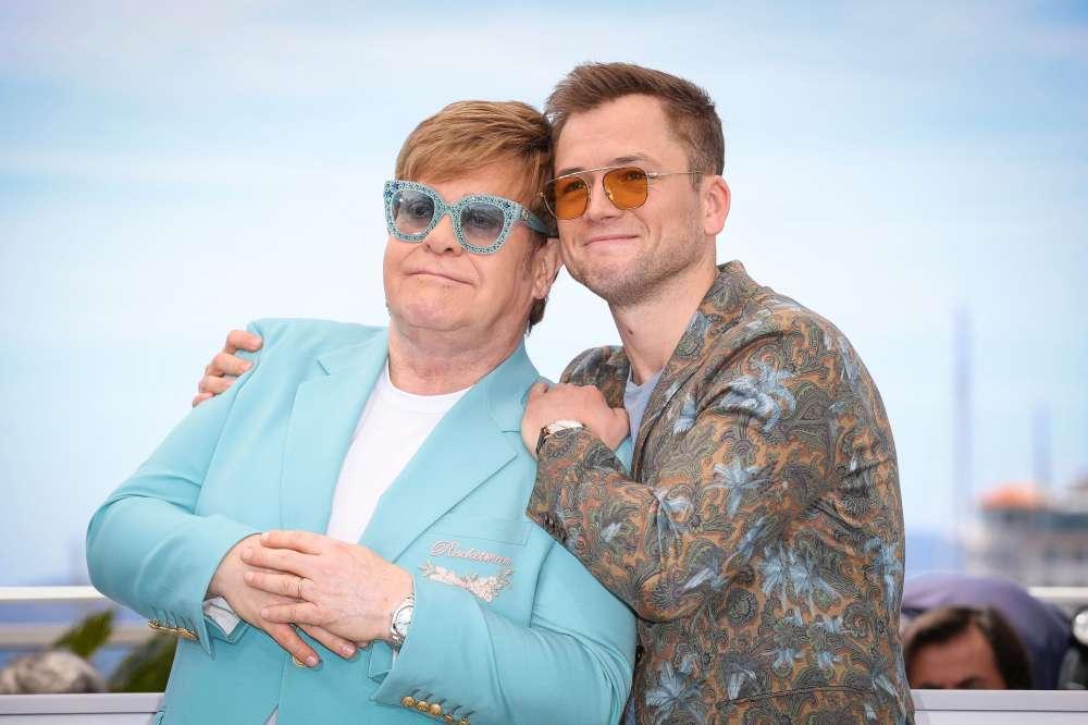 Elton John fa cantare Cannes