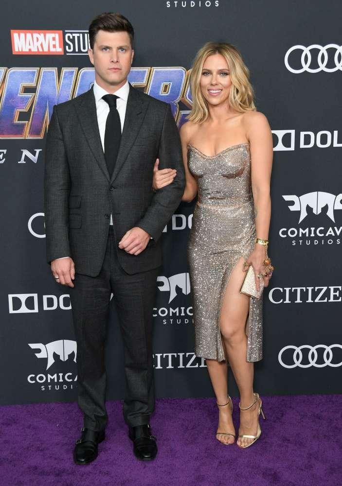 Scarlett Johansson presto all'altare, Vedova Nera si è ufficialmente fidanzata con Colin Jost
