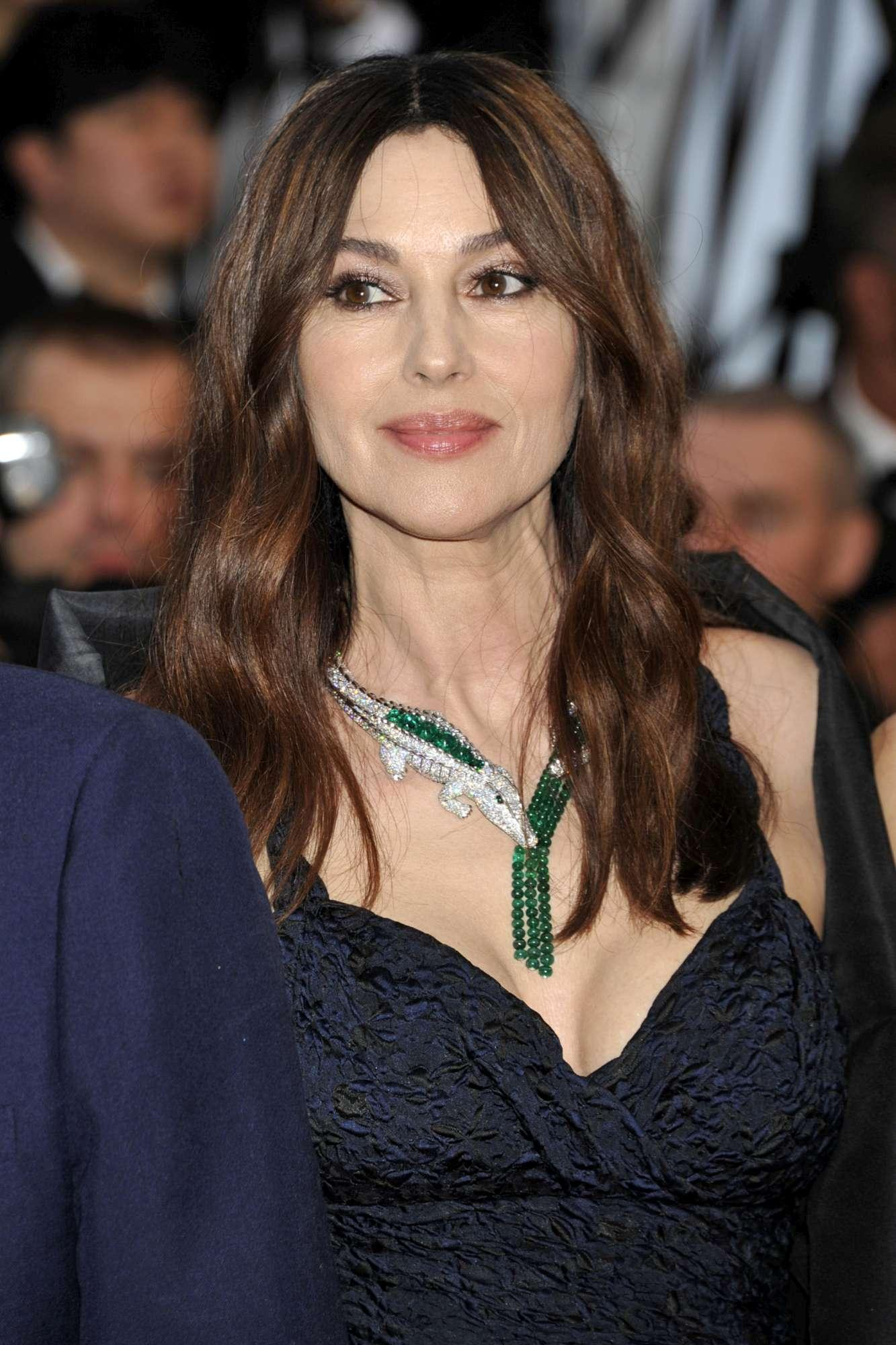 Monica Bellucci splendida in passerella per Claude Lelouch
