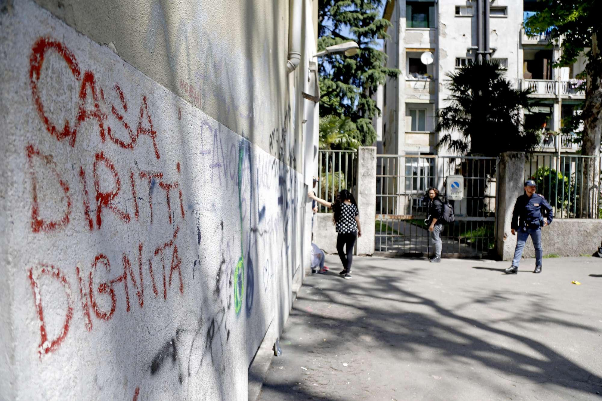 Milano, bimbo di due anni ucciso in casa