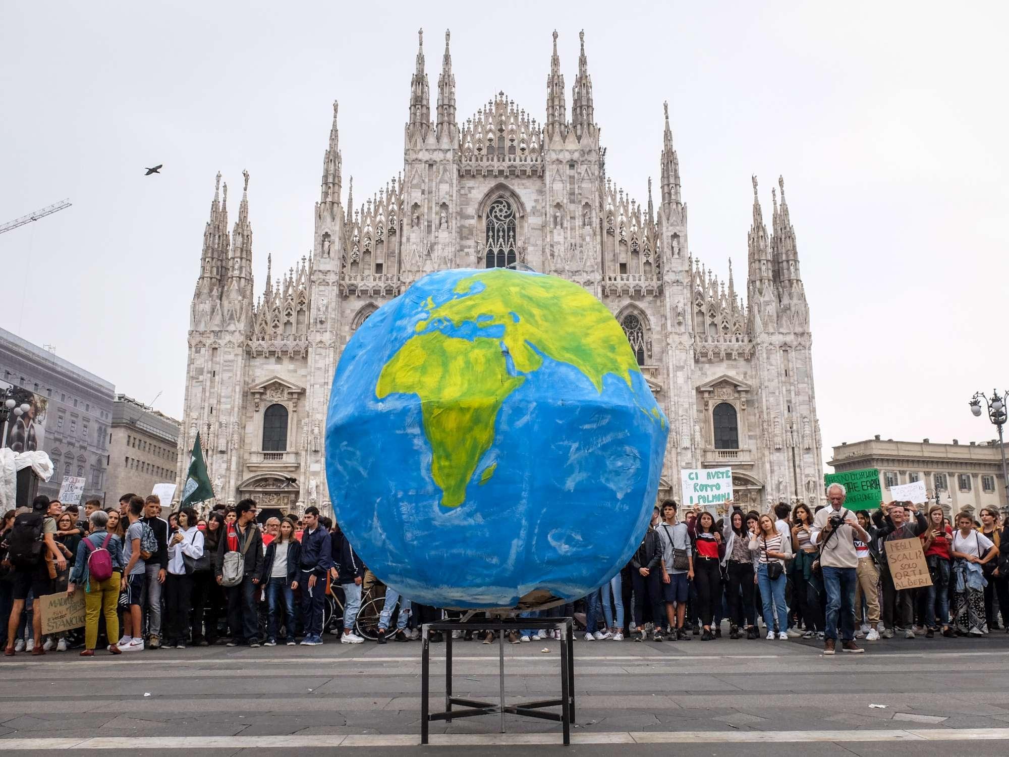 Fridays for future, gli studenti in sciopero per il clima a Milano