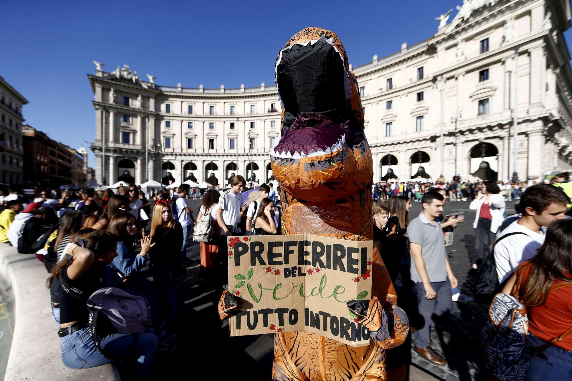 Roma, sciopero degli studenti per il clima