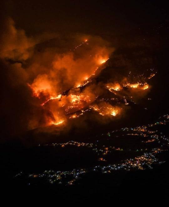 Spagna, maxi-incendio a Gran Canaria