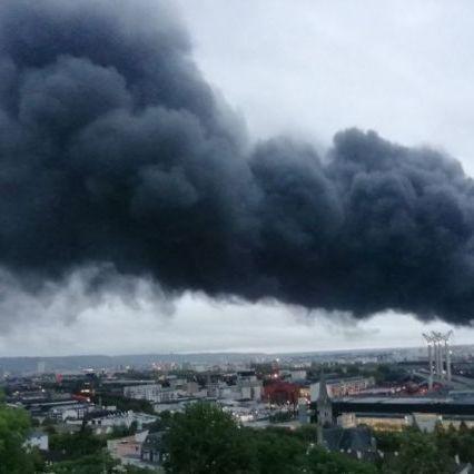 Francia, enorme incendio in un impianto chimico a Rouen