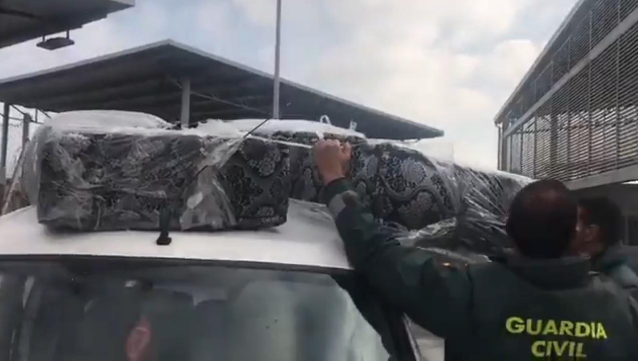 Marocco, la polizia spagnola scopre due migranti nascosti dentro i materassi