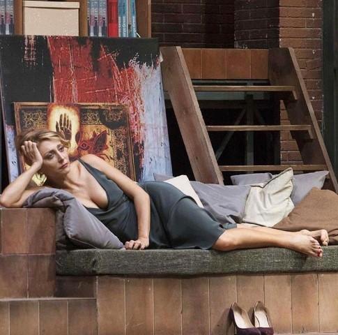 La Jolie Fille. Romantica femminilità al lavoro e sul red carpet!