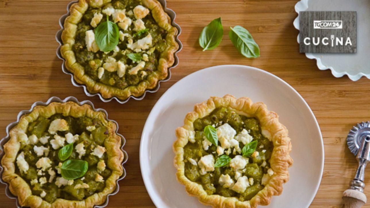 Tartellette al pesto, patate e feta: sapori di fine estate