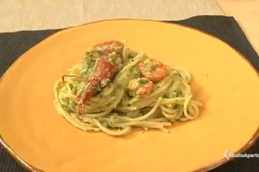 Spaghetti con crema di zucchine e gamberi