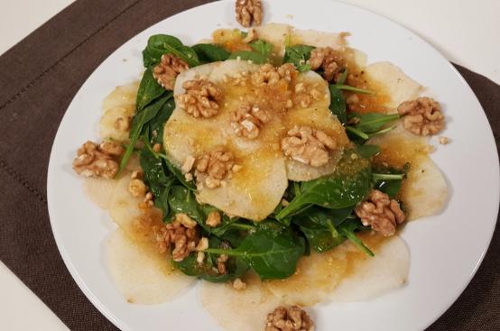 Insalata invernale con spinacini, pere e noci