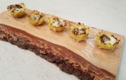Cestini di patate ripieni con funghi e taleggio