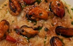 Risotto aglio nero, cozze e  pecorino